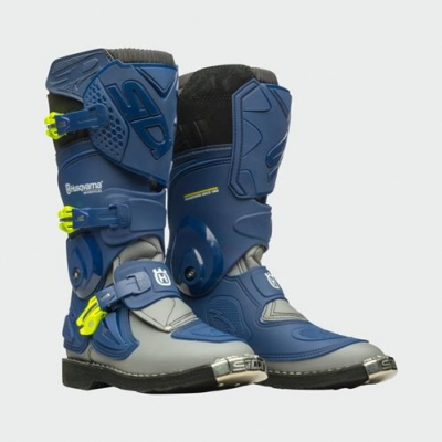 pho_hs_pers_vs_45469_3hs199830x_kids_flame_boots_front_45_grad__sall__awsg__v1